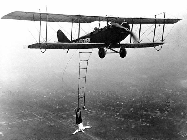 Лилиан Боер, воздушная акробатка 1922г.США