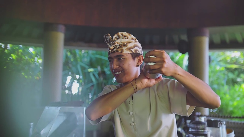 Журнал Ritz-Carlton, Балийский миксолог