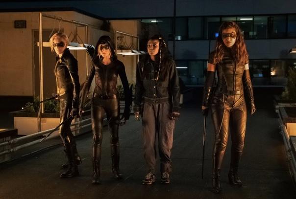 Первые кадры пилотного эпизода сериала «Зелёная стрела и Канарейки» от CW Дебют самой команды состоится 21 января в «Зелёной