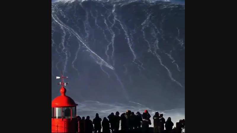 Гігантські хвилі в Португалії