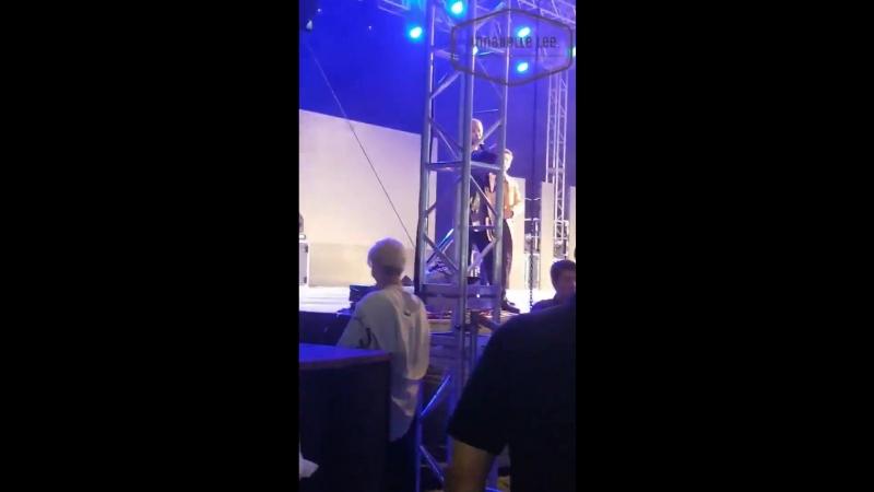 Male fan of WINNER student of AU singing to HOONYs rap part in Dont Flirt - - 위너 남팬이 부르는 끼
