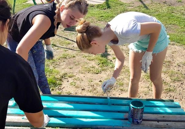 Дети из «Молодёжки ОНФ» отремонтировала детскую площадку в Усть-Илимске