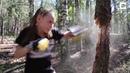 Маленькая боксёрша против дерева