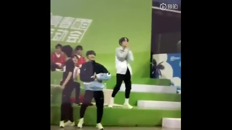 Yangyang and xiaojuN DANCED TO BDS IM NOT CRYING YOU ARE - -