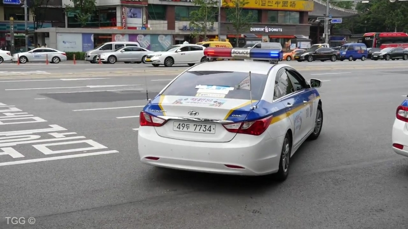 [Seoul] Police Use PA To Move Illegally Parked Truck (South Korea)