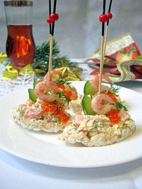 Лучшие закуски для новогоднего стола Один из самых любимых праздников детей и взрослых-Новый Год. Мы все ждем от этого праздника чудес. Стараемся накрыть богатый праздничный стол, ведь не зря говорят как встретишь Новый Год, так его и проведешь.Новогодний стол богат на разнообразные салаты и закуски, каждая хозяйка хочет сделать лучшие блюда для этого праздничного застолья