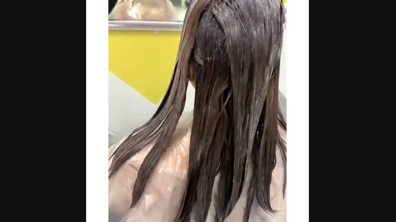Ситуация была стандартная: Корни натуральные 👉🏻6.0 Длина темнее на пару тонов, а концы волос ровно на 1/3 почти чёрные! ⠀ Техник