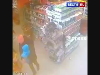 Пьяный водитель дважды наехал и напал с битой на молодого отца на севере Москвы