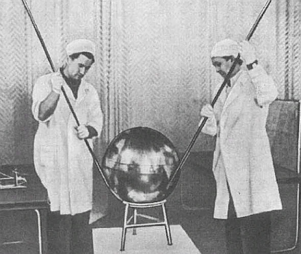 Почему первый спутник решили сделать в форме шара