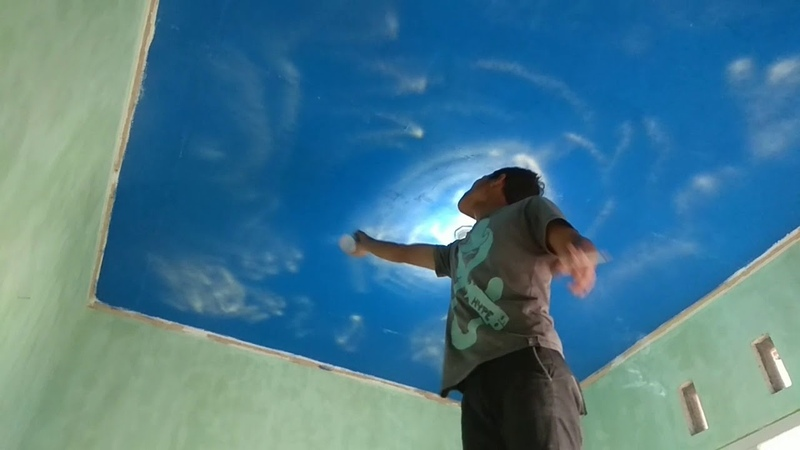 Cara cat plafon bermotif awan