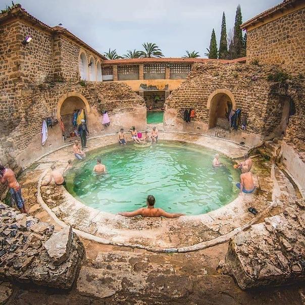До сих пор функционирующая Римская баня в Алжире. Примерный возраст: 2000-лет.