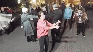 Танцы на Приморском Бульваре - Севастополь - 05.12.18 - Певец Сергей Соков - LIVE