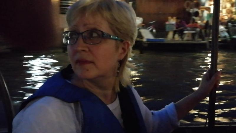 Поездка на лодке к месту где на деревьях сверкает море светлячков