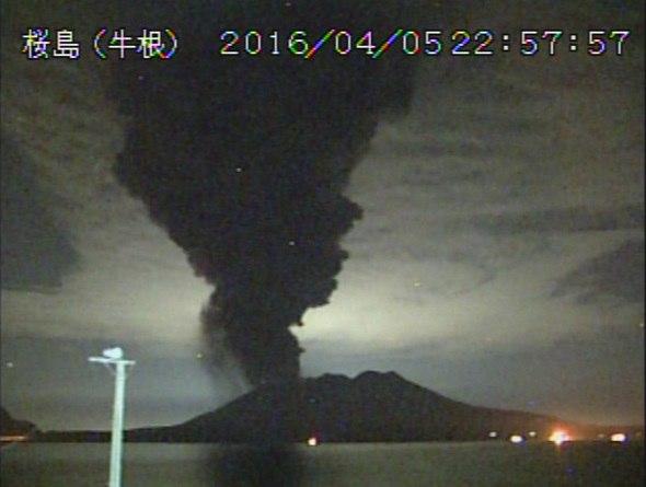 japan volcano erupts april 5 2016