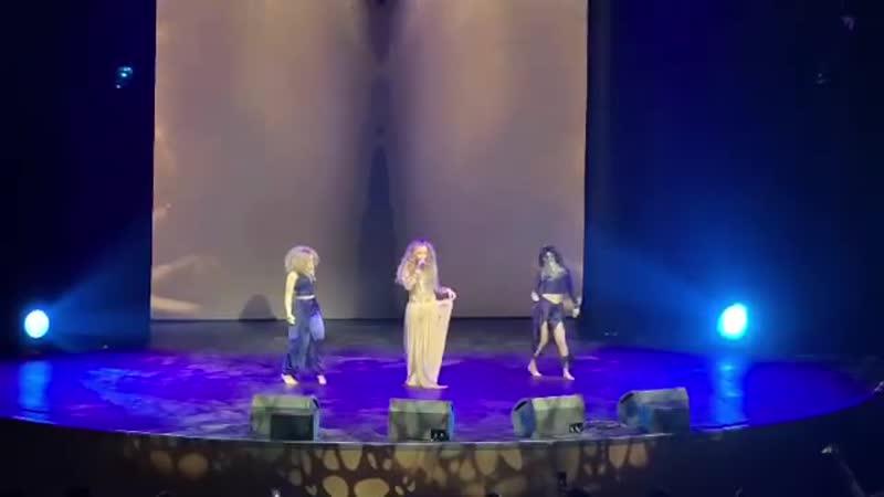 Зажигательные танцы загадочной красавицы SOYANA привели в восторг зрителей концерта «Звёзды Востока».