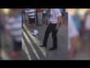 Ростовский полицейский показал иностранным болельщикам класс владения мячом.