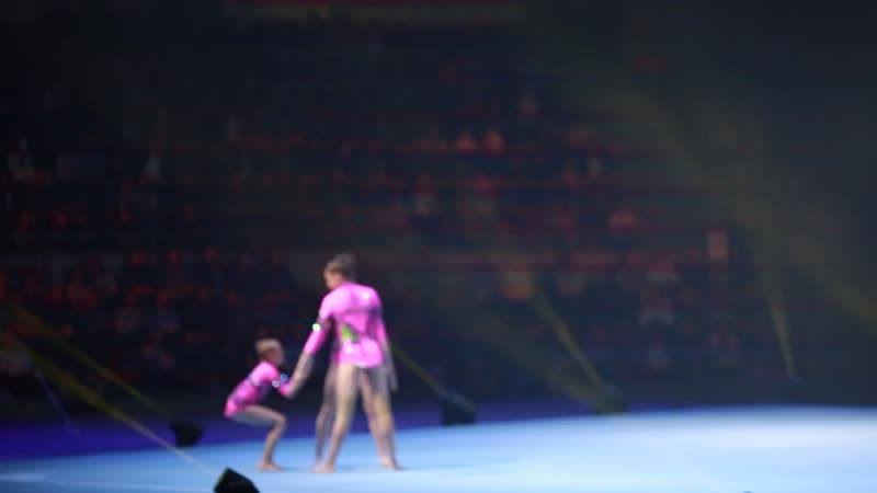 акробатическая тройка, девушки