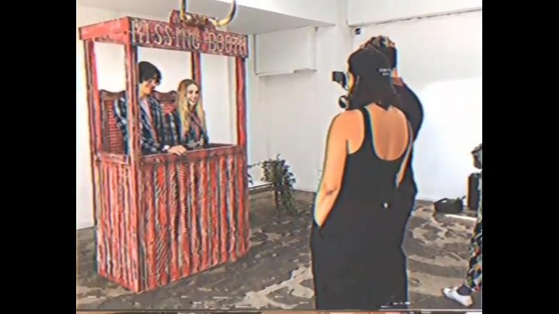 Лорел и Эллиотт Для Vivienne Westwood в кампании ViviennesCreatives (за кадром)