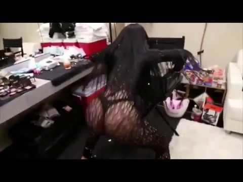 Nicki Minaj twerk