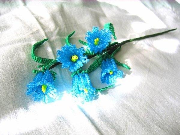 Рождественские колокольчики из бисера можно повесить на дверцу шкафа, на холодильник. орхидея мозаичное плетение...