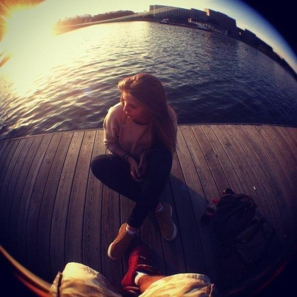 Фото русой девушки спиной на аву