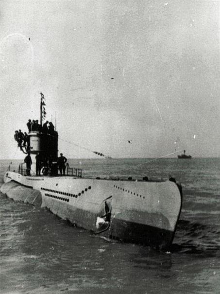 Обычная жертва подводной войны Источник - Согласно послевоенным данным британского Адмиралтейства, во время Битвы за Атлантику немецкие подлодки потопили 2775 торговых судов общим тоннажем в 14