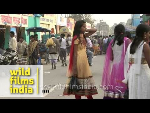 Girls and boys of Bihar: Crowded streets of Sonepur during Mela
