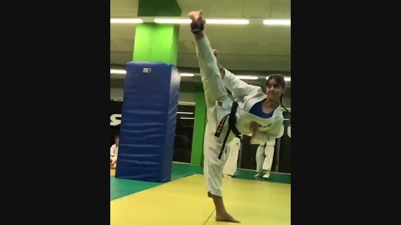 Йоко гери дзёдан в Кёкусинкай карате. Подготовка бойца vk.com/oyama_mas