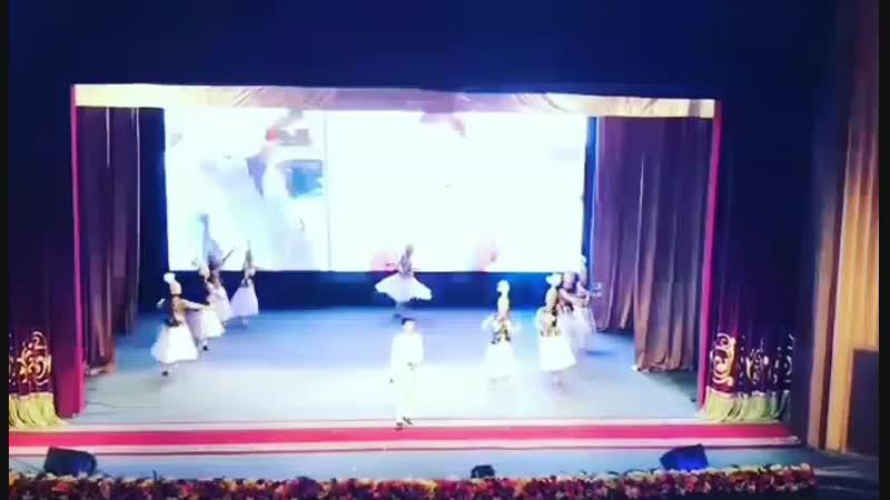 *Нұрсұлтан Қасымбек*Қарағанды қаласындағы эстрада жұлдыздарының қатысумен өткен мерекелік концерт.