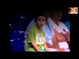 Maçta Ekranda Kendini Gören Çılgın Çocuk