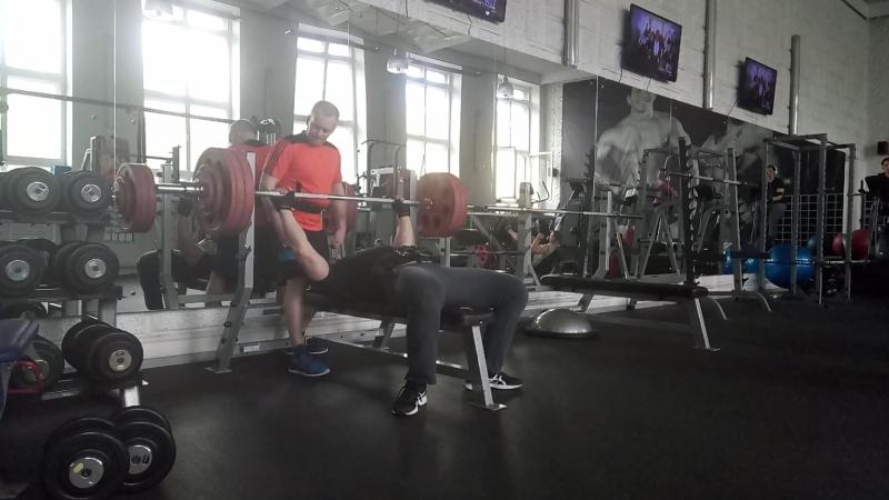 Жим штанги лёжа 150 кг на 4 Подошёл к старому рабочему весу Будем увеличивать силовые пока есть возможность