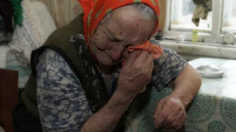 В Зеленчукской у бабушки украли более 600 тысяч рублей