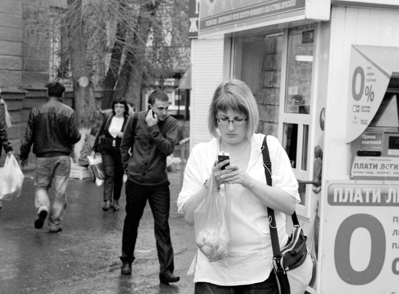Люди с телефонами №4