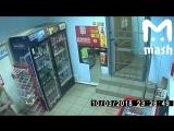 В Кирове мужик-паук грабанул ларек. В перерыве между подвигами он заполз в магазин и вынес 6 тыщ.
