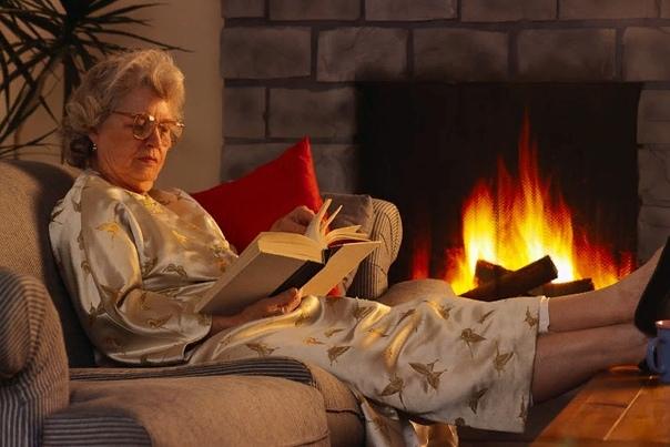 6 июня, суббота Спозаранку поехал к бабушке в Ногинск. В электричке пролистал записную книжку, не забыл ли чего. Сегодня сразу два дня рождения: у Смертника и у Ники. Ян Смертник Мавлевич.