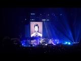 Джонни поет песню Дэвида Боуи