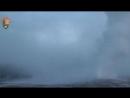 Мощный выброс воды и пара на Йеллоустонской кальдере