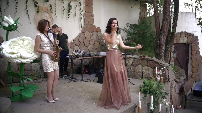 Дуэт Фрэндбэнд - певица Севда и саксофонистка Ирина, свадьба, живой звук