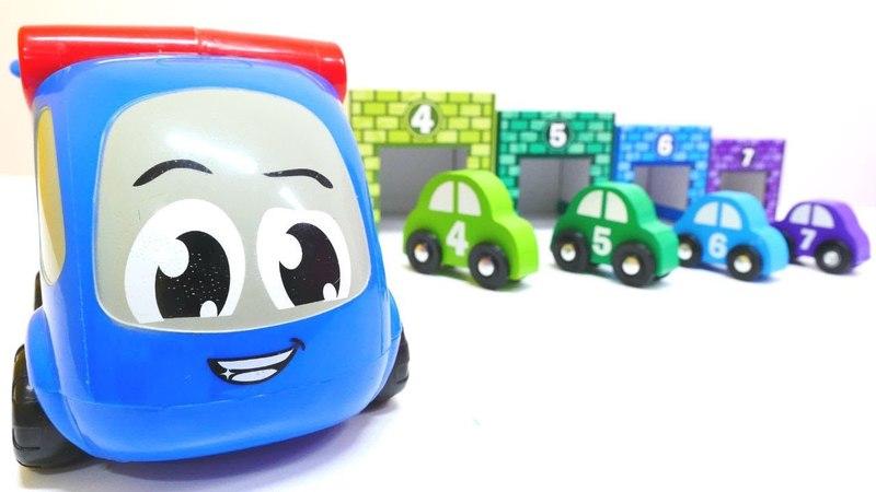 Arabalar oyunu. Taşıyıcı bozulan arabayı garaja götürüyor