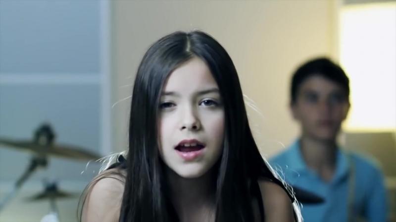 Девочка поразила весь мир исполнив хит 2012 года