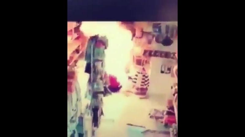 Femme musulmane qui aurait voulu se convertir au Christianisme, met le feu à un supermarché. Religion de la paix