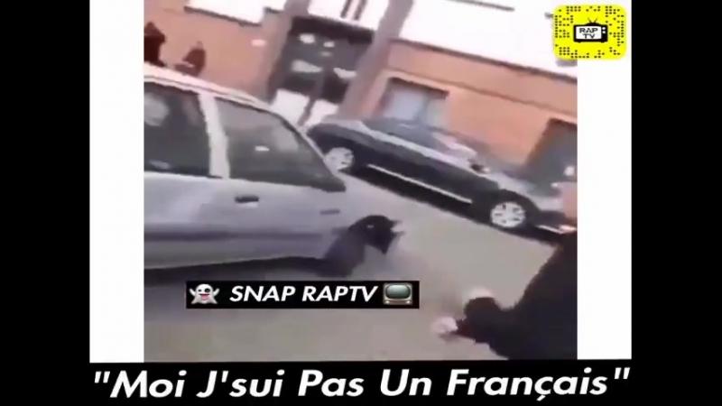 Media Patriote Pour faire plaisir ea ses copains islamique Philippe est fier de faire ce quon lui demande quitte ea passer pour