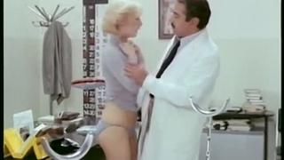 Гинеколог на госслужбе / Il ginecologo della mutua / Gynecologist in the civil service (Италия. 1977г.) BDRip 720p (эротика, секс, фильмы, sex, erotic) [vk.com/kinoero] full HD +18 Комедия