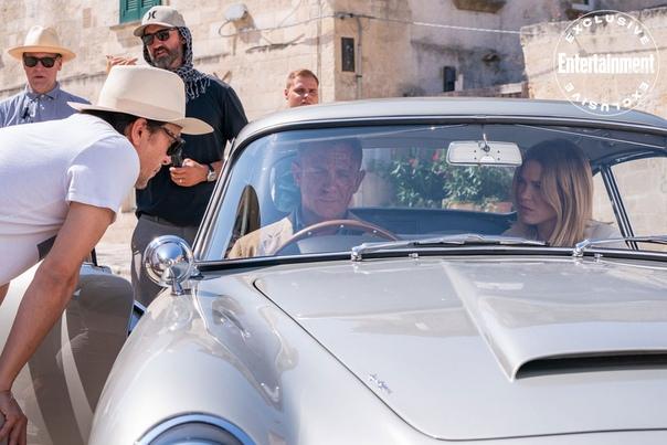 Дэниэл Крэйг, Рами Малек, Леа Сейду и режиссер «007: Не время умирать» Кэри Фукунага на съемочной площадке фильма Премьера в России должна состояться 9