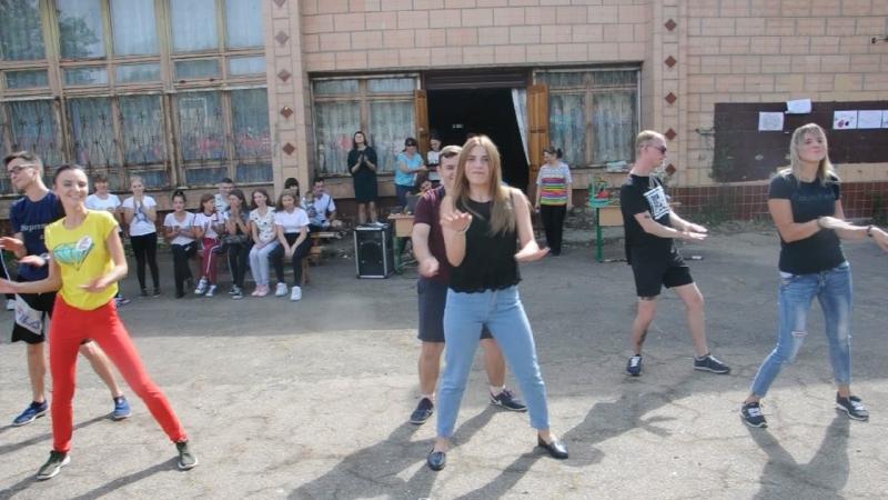 Молодежная команда преподавателей ЛГЭЛИ и их танцевальный номер в День здоровья.