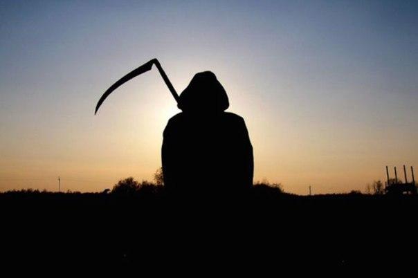 кузнец и смерть. за спиной у кузнеца вдруг раздался низкий, чуть хрипловатый голос:- ты – кузнецкузнец, чье имя было василий, от неожиданности вздрогнул и чуть не выронил молоток. он не слышал,