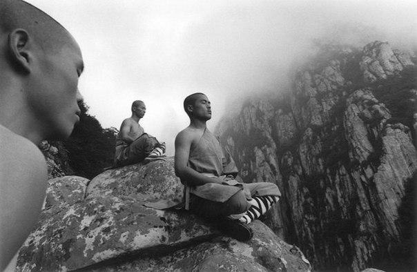 Осознанная жизнь начинается в тот момент, когда вы перестаете ждать от мира и окружающих людей, что он/они создадут условия, в которых вы лучше всего себя проявите.