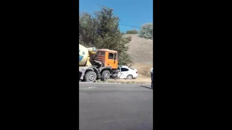 Авария на Ангарском в Волгограде: бетономешалка и легковая