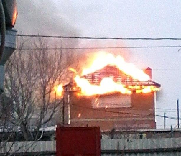 В Таганроге горел гаражный кооператив на площади более ста квадратных метров