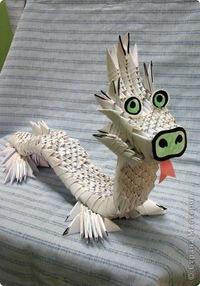 Удивлнный дракончик и добрый лебедь.